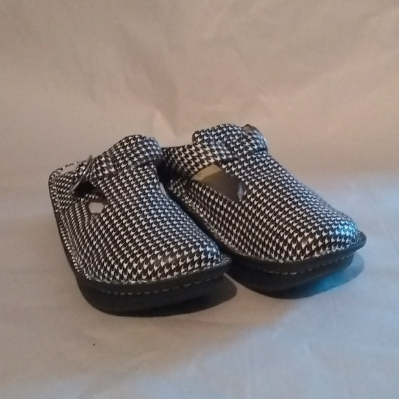 78a27c1c543c Alegria Shoes - Hounds tooth clogs